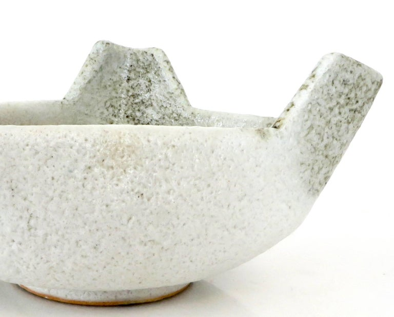 Japanese Ikebana Ceramic Vase with an Abstract Highly Textured White Glaze For Sale 3
