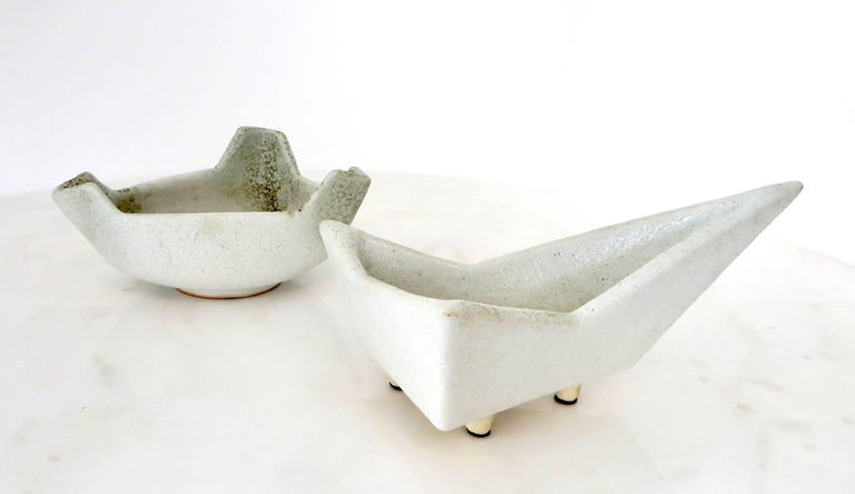 Japanese Ikebana Vase with an Abstract Highly Textured White Glazed Ceramic For Sale 5