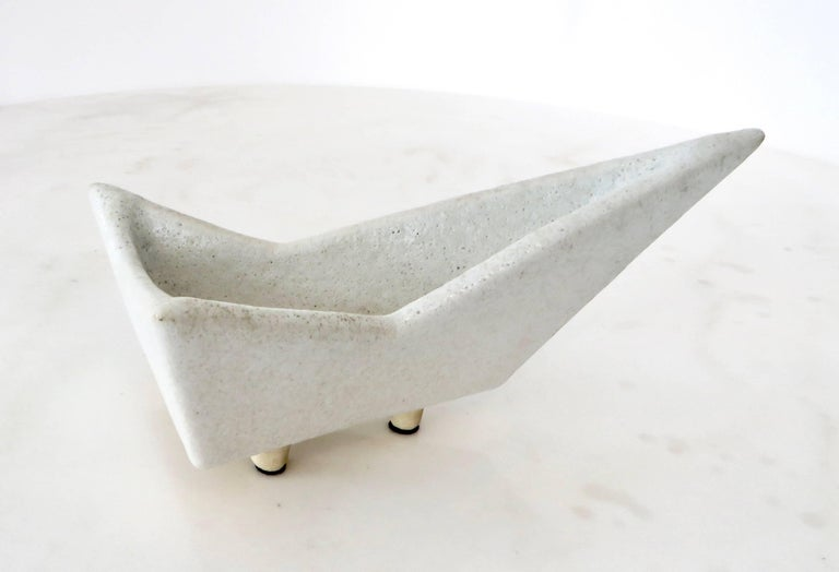 Japanese Ikebana Vase with an Abstract Highly Textured White Glazed Ceramic In Excellent Condition For Sale In Chicago, IL