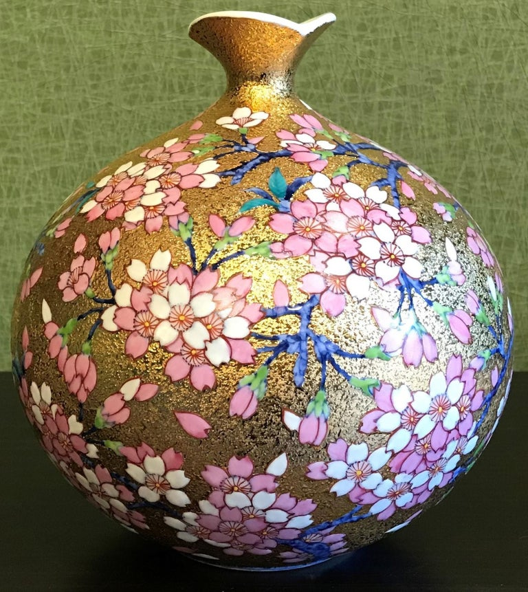 Japanese Imari Pink Gilded Porcelain Vase by Master Artist In New Condition For Sale In Vancouver, CA