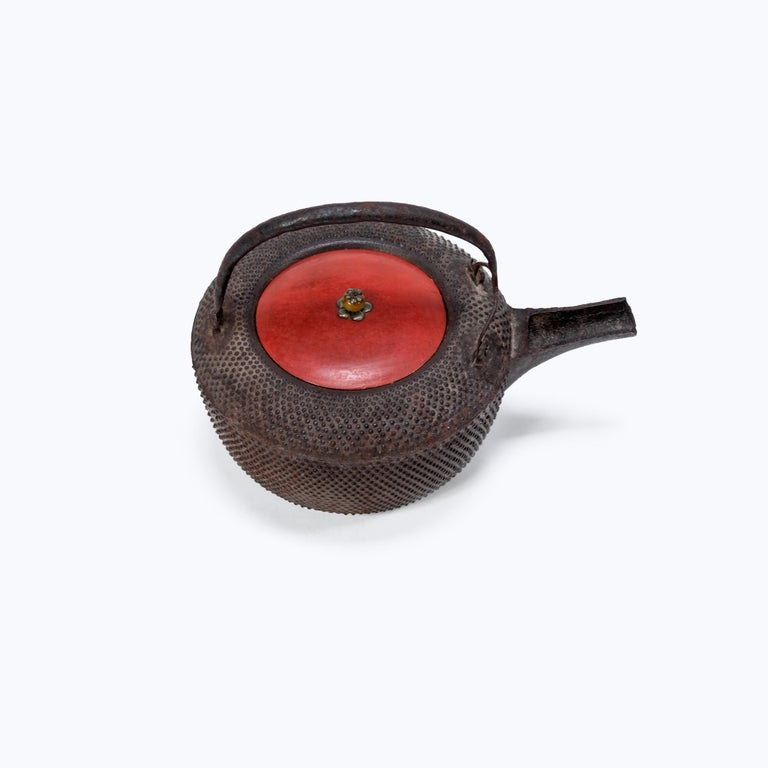 Japanese Iron Tetsubin with Red Lacquer Lid, c. 1900 In Good Condition For Sale In Chicago, IL