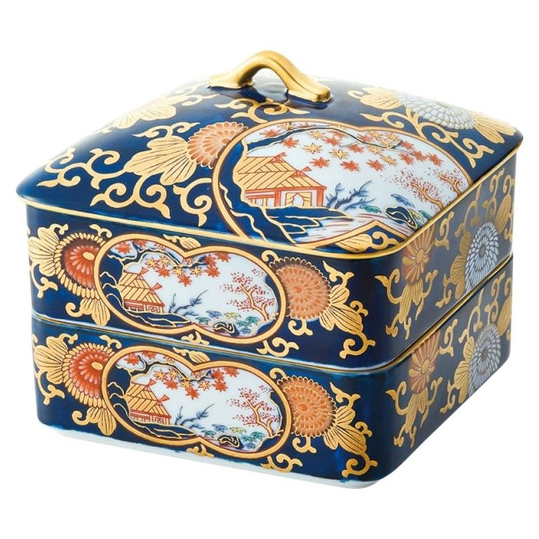 Japanese Ko-Imari Gilded Two-Tiered Lidded Decorative Porcelain Box For Sale