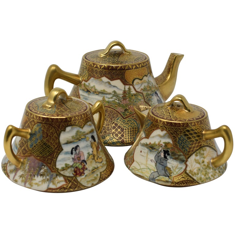 Japanese Kutani Red Green Gilded Three-Piece Porcelain Tea Service circa 1985 For Sale