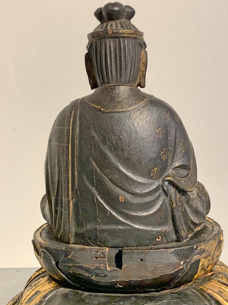 Japanese Lacquer and Giltwood Kannon, Edo Period, Japan For Sale 10
