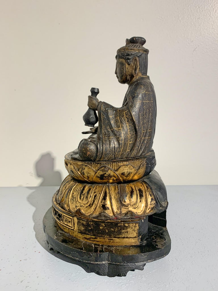 Hand-Carved Japanese Lacquer and Giltwood Kannon, Edo Period, Japan For Sale