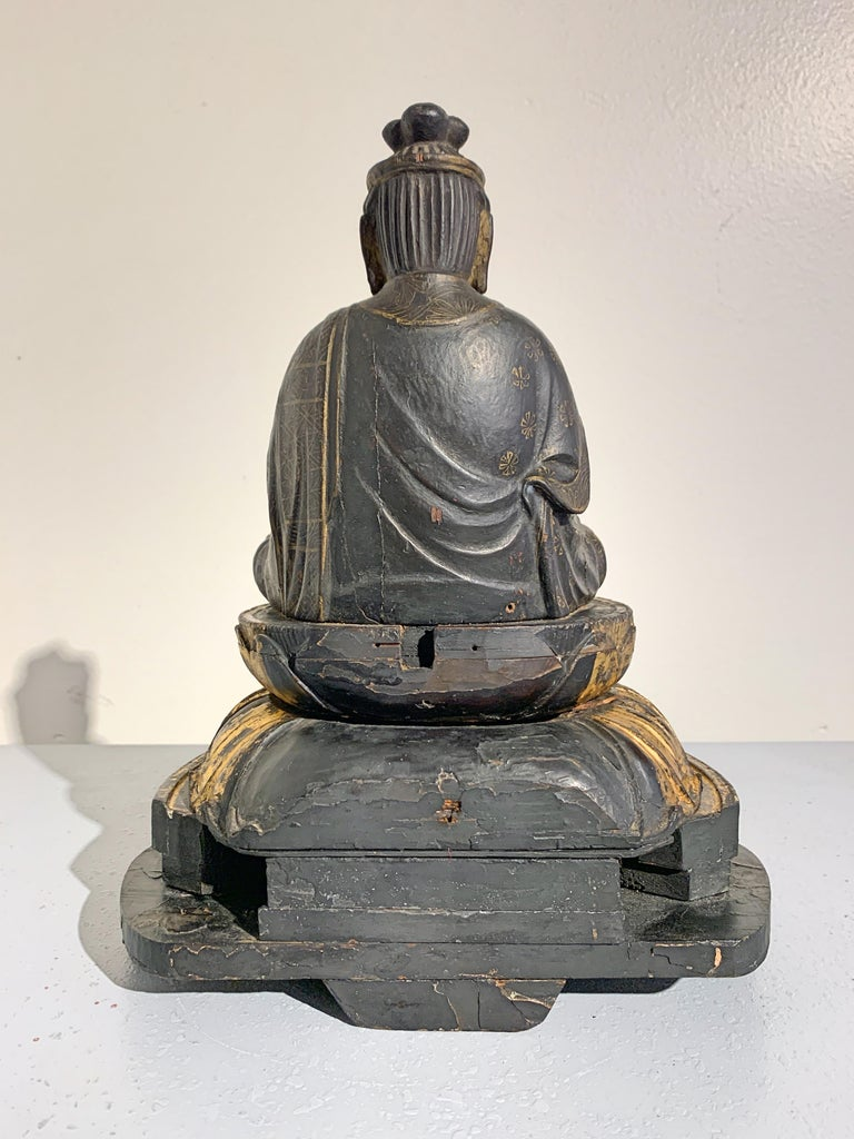 Japanese Lacquer and Giltwood Kannon, Edo Period, Japan In Fair Condition For Sale In Austin, TX