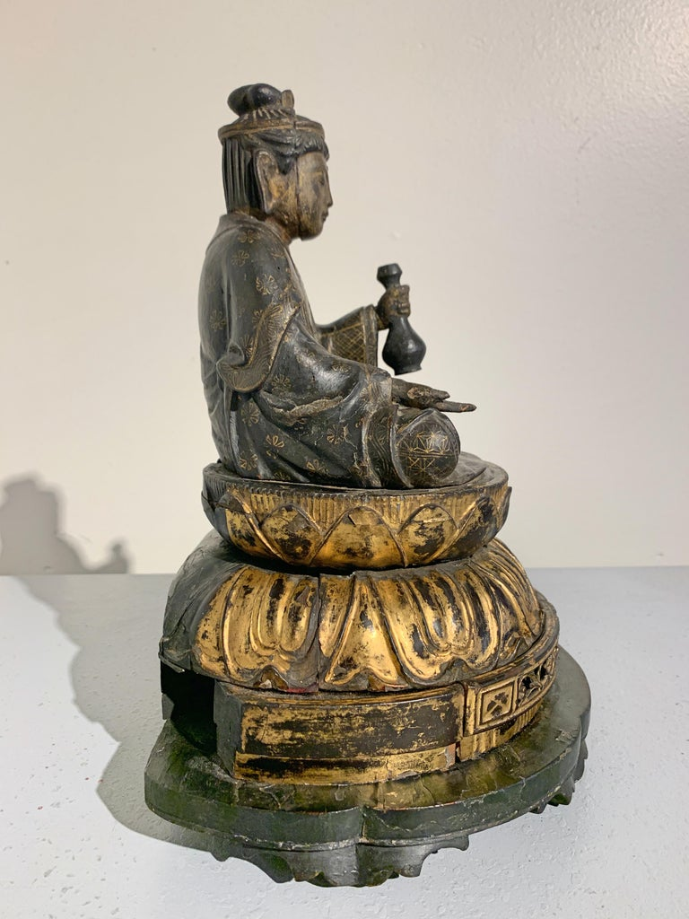 19th Century Japanese Lacquer and Giltwood Kannon, Edo Period, Japan For Sale