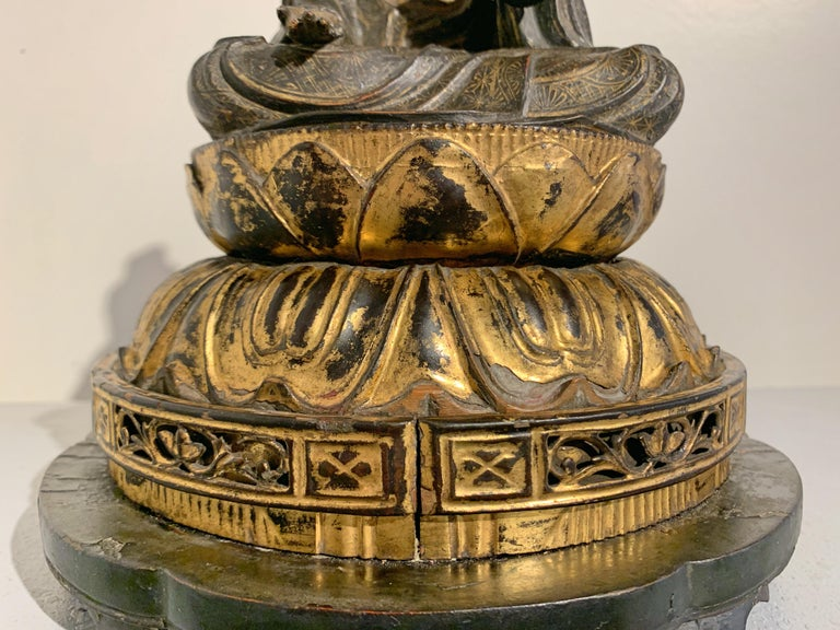 Japanese Lacquer and Giltwood Kannon, Edo Period, Japan For Sale 1