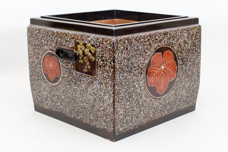 Japanese Lacquer Hibachi (Brazier) In Good Condition For Sale In Hudson, NY