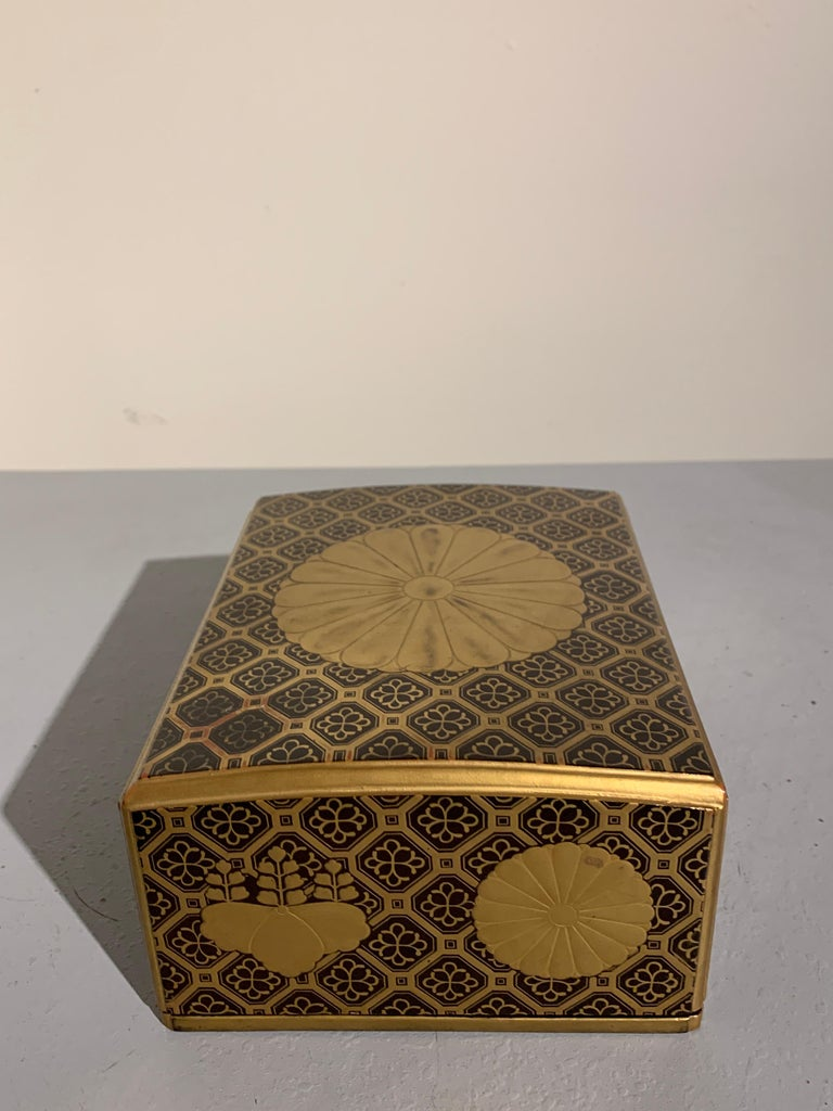 Japanese Lacquer Sutra Box with Imperial Mon, Kyobako, Edo Period, 18th Century In Good Condition For Sale In Austin, TX