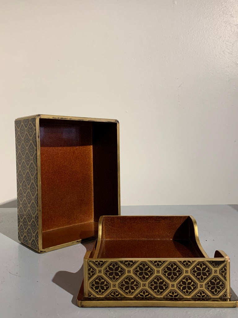 Japanese Lacquer Sutra Box with Imperial Mon, Kyobako, Edo Period, 18th Century For Sale 3