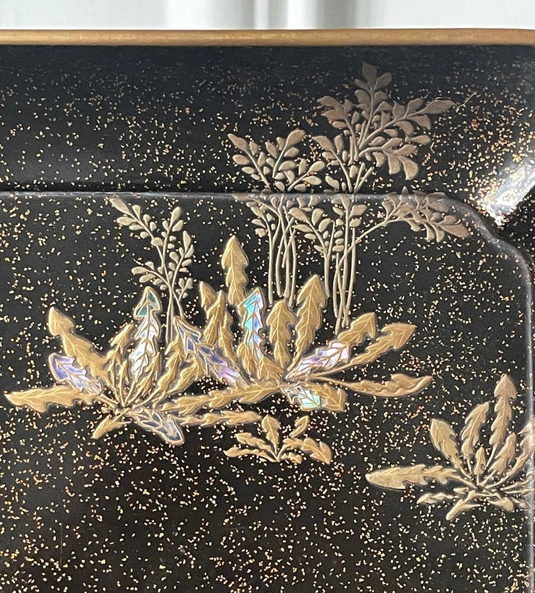 Japanese Lacquer Tray with Maki-e and Inlay Hara Yoyusai Edo Period For Sale 1
