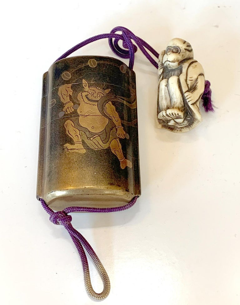 Japanese Lacquered Inro and Netsuke with Raijin Rinpa School For Sale 4