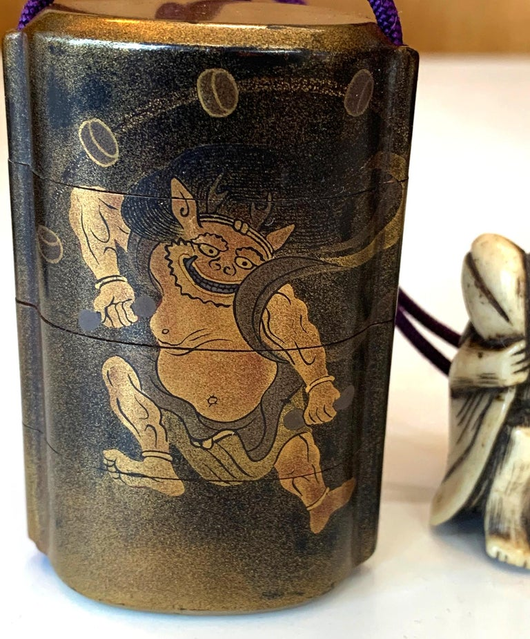 Japonisme Japanese Lacquered Inro and Netsuke with Raijin Rinpa School For Sale
