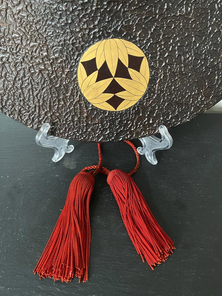 Japanese Lacquered Samurai Jingasa Hat Edo Period In Good Condition For Sale In Atlanta, GA