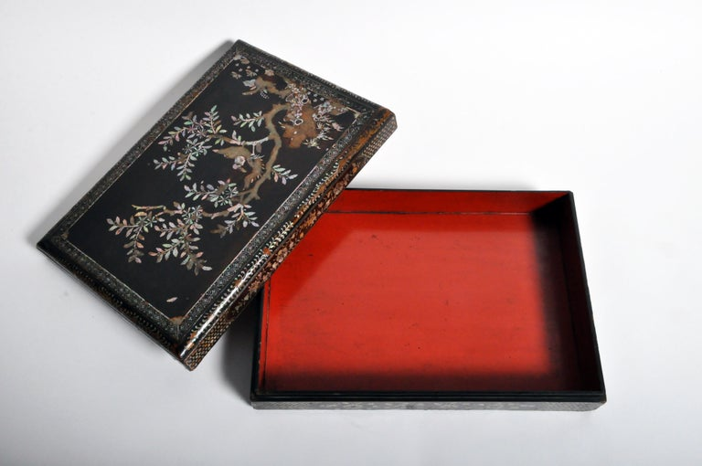 Japanese Lacquerware Box with Mother of Pearl For Sale 7
