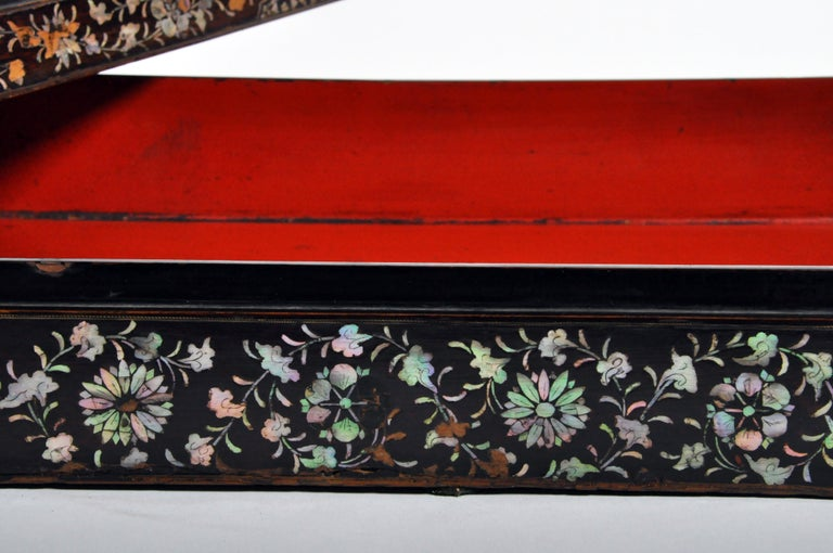 Japanese Lacquerware Box with Mother of Pearl For Sale 9