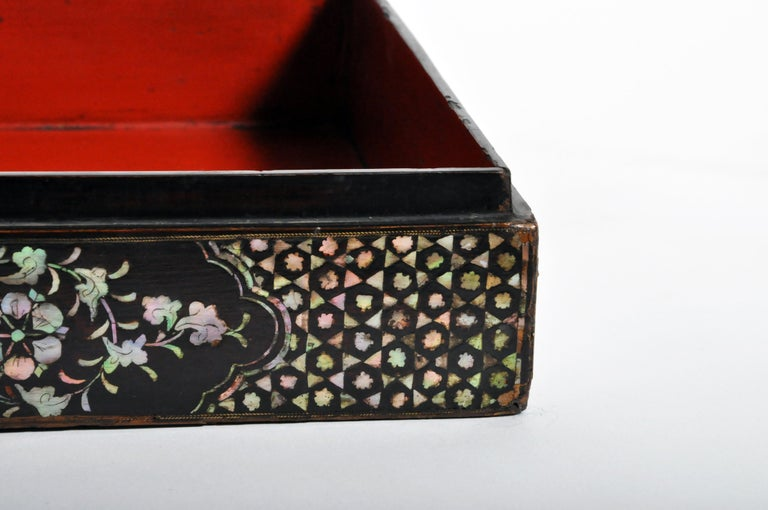 Japanese Lacquerware Box with Mother of Pearl For Sale 10