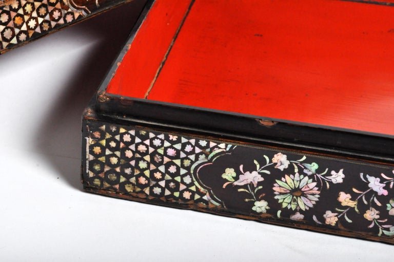 Japanese Lacquerware Box with Mother of Pearl For Sale 11