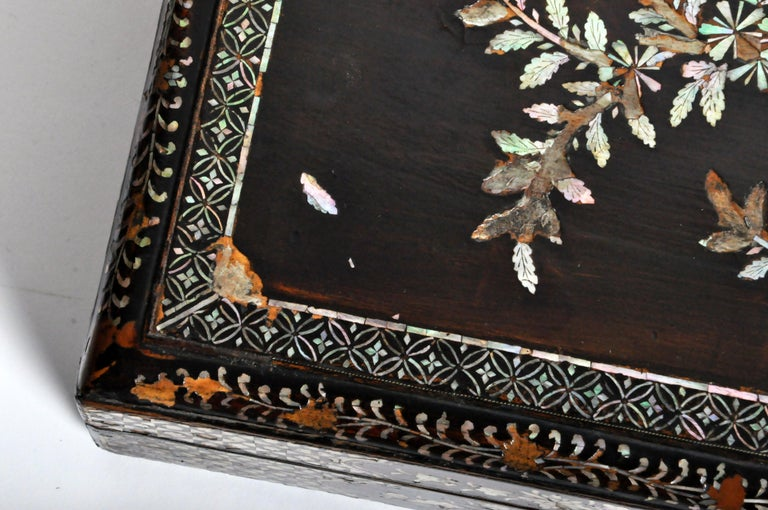 Japanese Lacquerware Box with Mother of Pearl For Sale 4