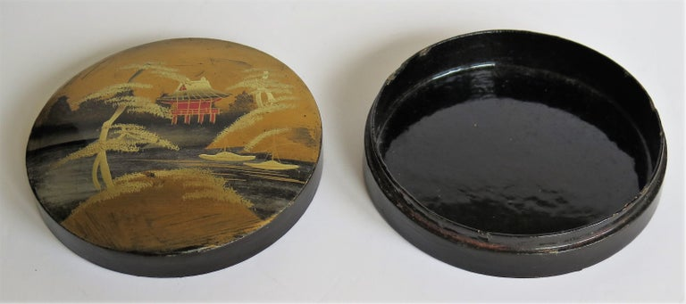 Japanese Laquered Box and Lid Hand Painted Scene, Meiji Period, circa 1900 For Sale 5