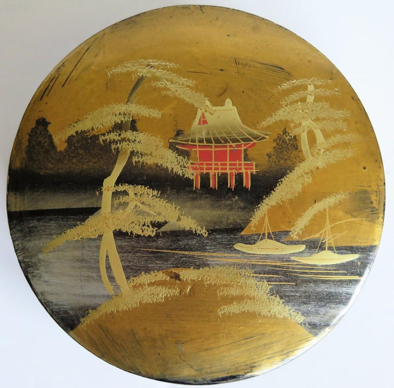 Japanese Laquered Box and Lid Hand Painted Scene, Meiji Period, circa 1900 For Sale 1