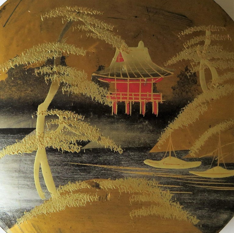 Japanese Laquered Box and Lid Hand Painted Scene, Meiji Period, circa 1900 For Sale 2