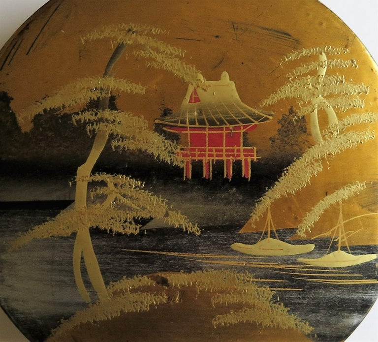 Japanese Laquered Box and Lid Hand Painted Scene, Meiji Period, circa 1900 For Sale 3
