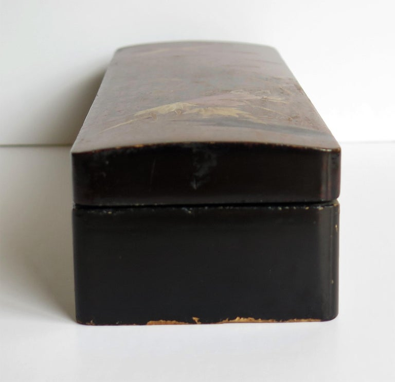 Japanese Laquered Box with Hinged Lid and Lock, Taisho Period, circa 1920 For Sale 6