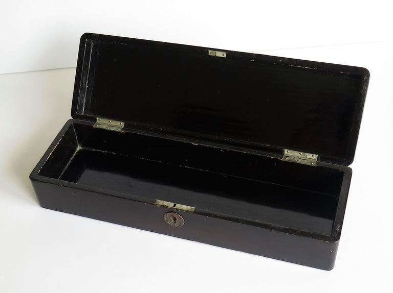 Japanese Laquered Box with Hinged Lid and Lock, Taisho Period, circa 1920 For Sale 8