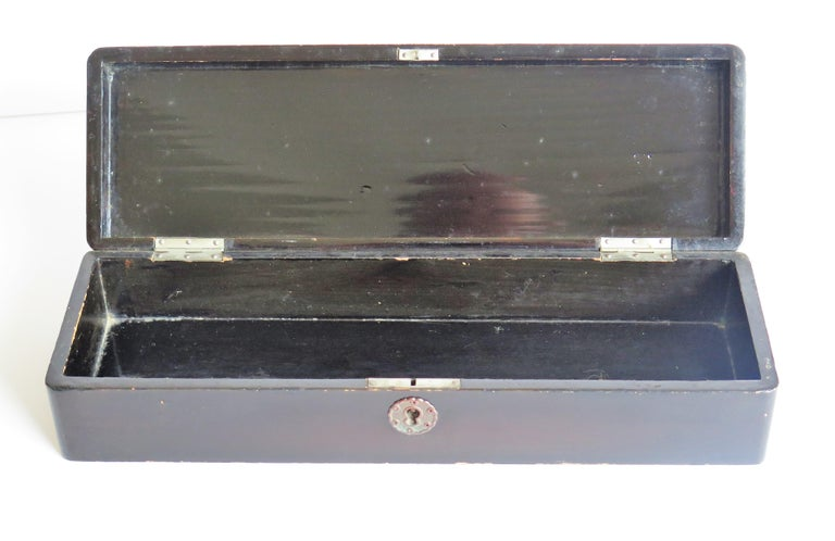 Japanese Laquered Box with Hinged Lid and Lock, Taisho Period, circa 1920 For Sale 9