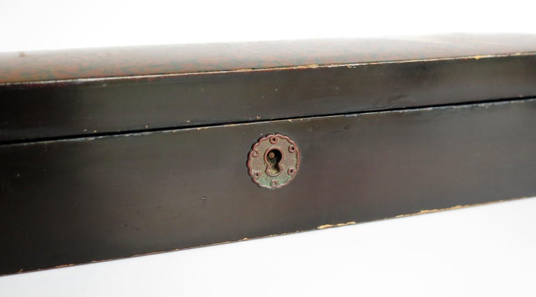 Japanese Laquered Box with Hinged Lid and Lock, Taisho Period, circa 1920 For Sale 10