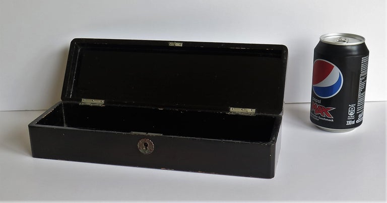 Japanese Laquered Box with Hinged Lid and Lock, Taisho Period, circa 1920 For Sale 12