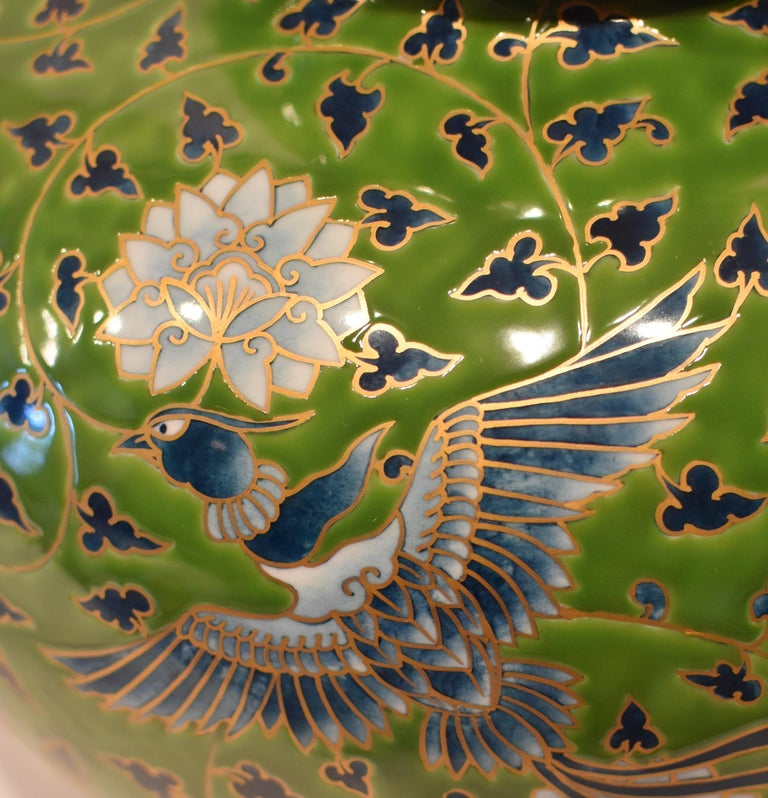 Japanese Large Green Contemporary Gilded Imari Porcelain Vase by Master Artist In New Condition For Sale In Vancouver, CA