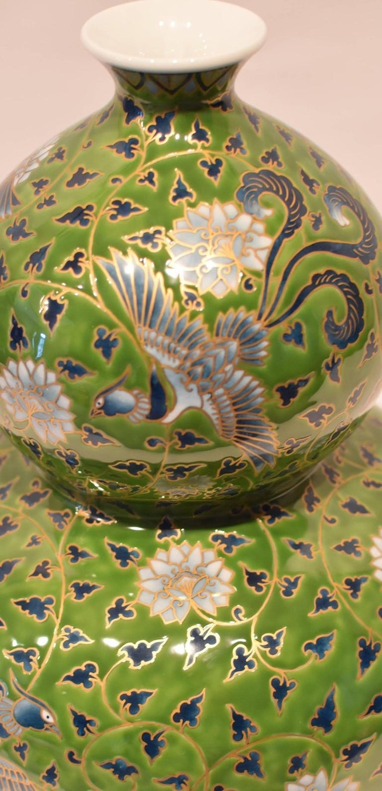 Japanese Large Green Contemporary Gilded Imari Porcelain Vase by Master Artist For Sale 1