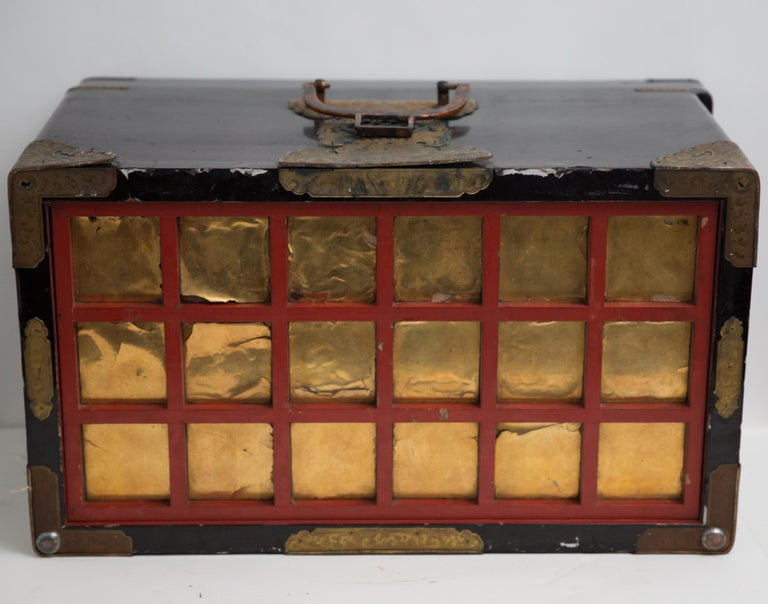 Japanese Meiji Brass Decorated Lacquered Wood Traveling Chest For Sale 1