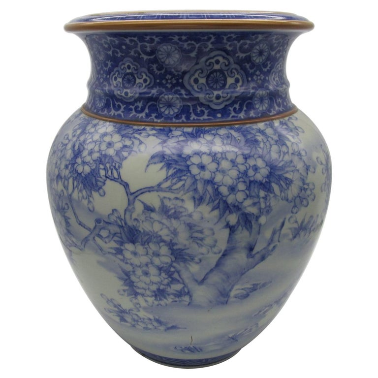Japanese Meiji Fukagawa Koransha Imari Blue Porcelain Vase, circa 1880 For Sale