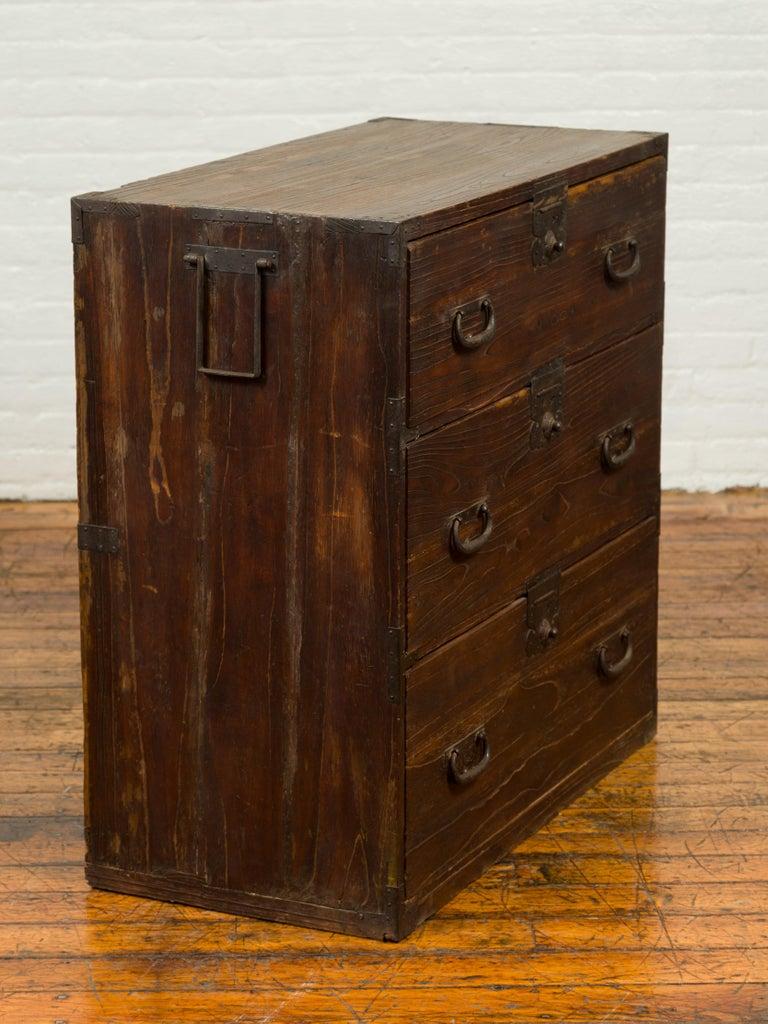 Japanese Meiji Period 19th Century Keyaki Wood Tansu Three-Drawer Clothing Chest For Sale 8