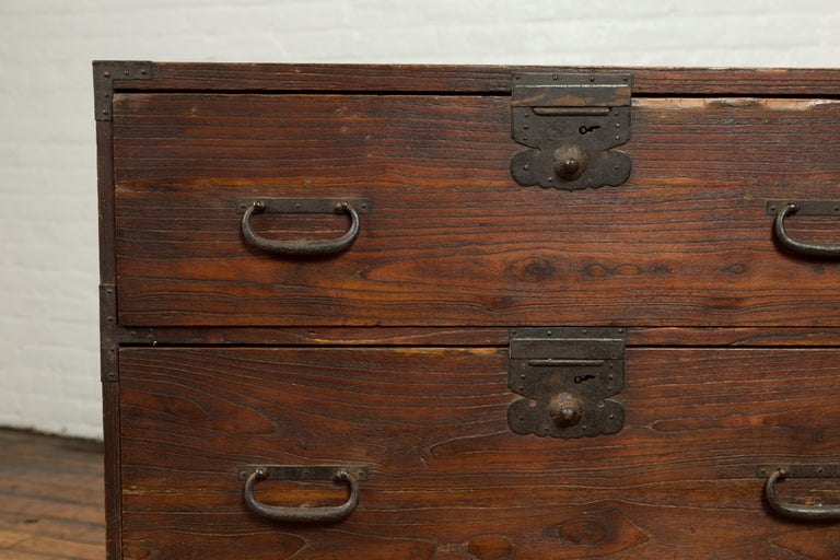 Japanese Meiji Period 19th Century Keyaki Wood Tansu Three-Drawer Clothing Chest For Sale 1