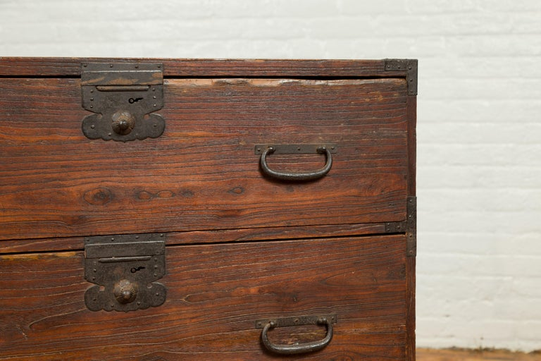 Japanese Meiji Period 19th Century Keyaki Wood Tansu Three-Drawer Clothing Chest For Sale 3