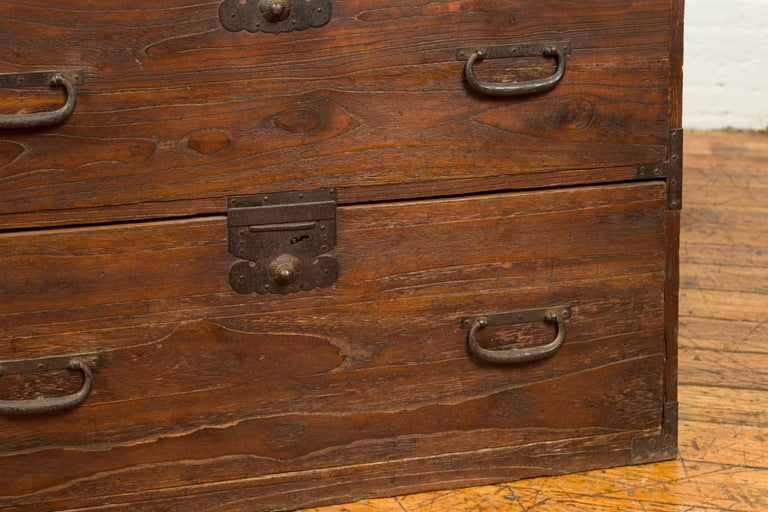Japanese Meiji Period 19th Century Keyaki Wood Tansu Three-Drawer Clothing Chest For Sale 4