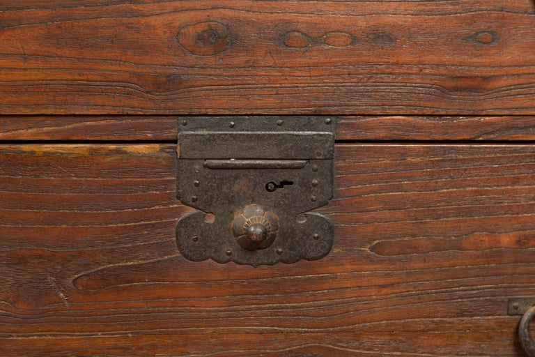 Japanese Meiji Period 19th Century Keyaki Wood Tansu Three-Drawer Clothing Chest For Sale 5