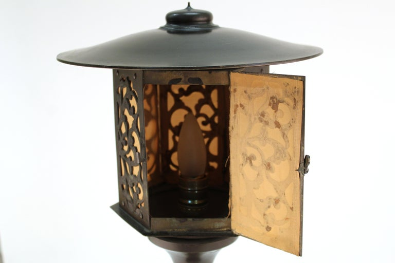 Japanese Meiji Period Bronze Lantern Table Lamp For Sale 7