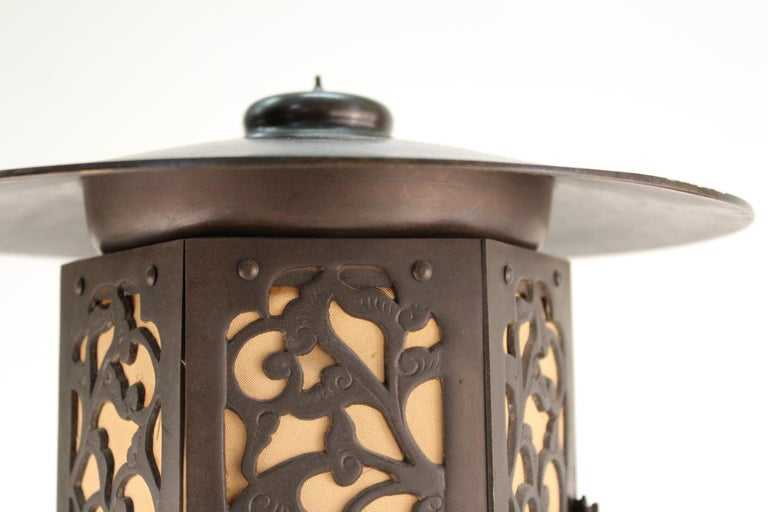 Japanese Meiji Period Bronze Lantern Table Lamp For Sale 4