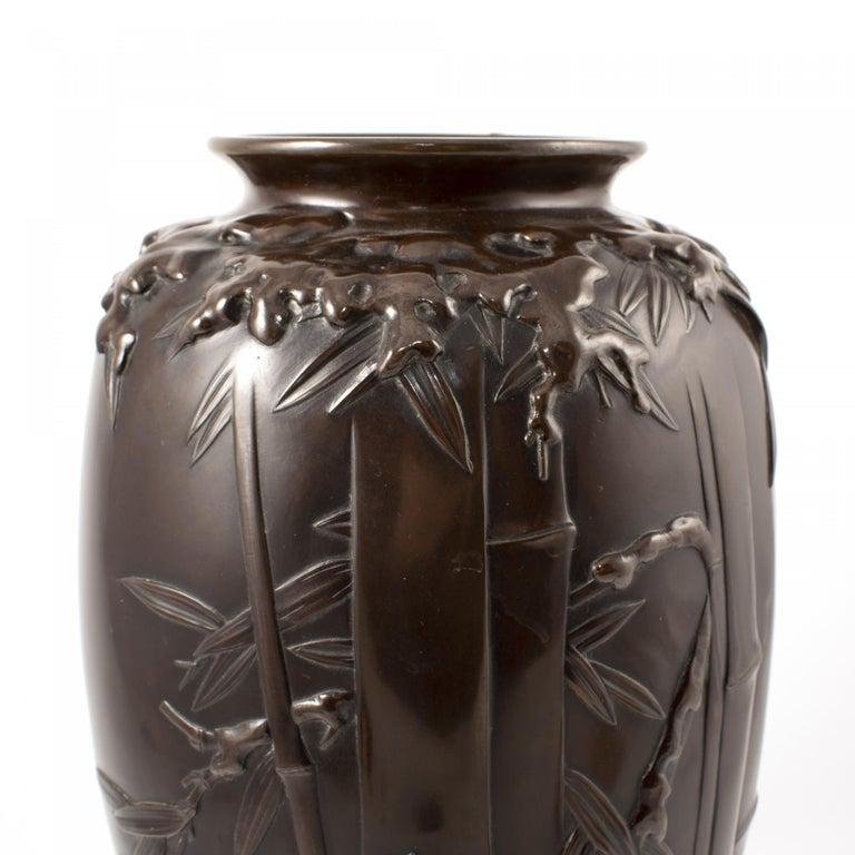 Japanese Meiji Period Dark Patinated Bronze Vase In Good Condition For Sale In Nordhavn, DK