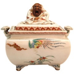 Japanese Meiji Period Kakiemon Porcelain Incense Burner of Daruma