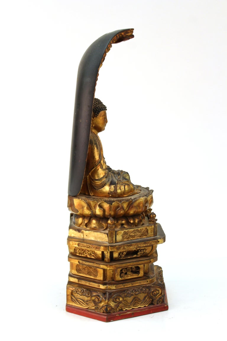 Japanese Meiji Period Lacquered Wood Buddha with Mandorla In Good Condition For Sale In New York, NY