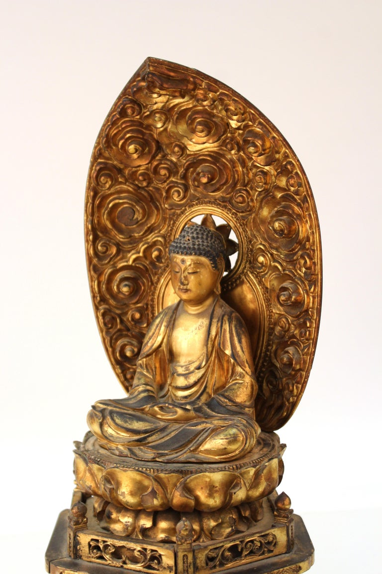 Japanese Meiji Period Lacquered Wood Buddha with Mandorla For Sale 2