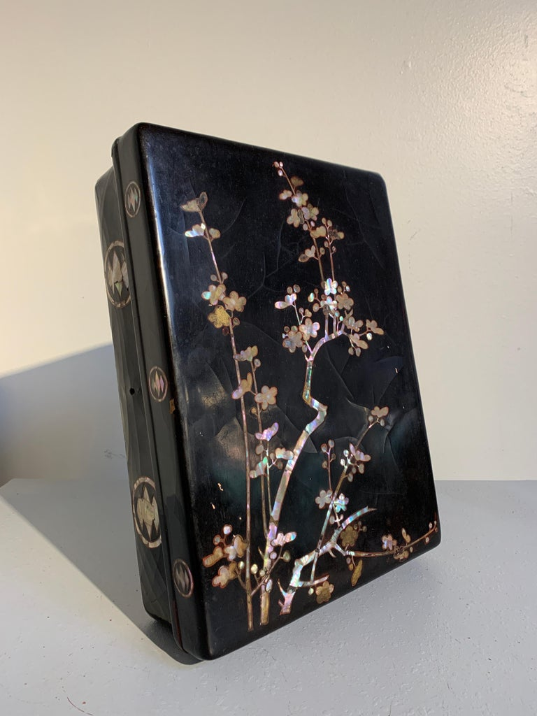Inlay Japanese Momoyama Period Black Lacquer and Mother of Pearl Box, 16th Century For Sale