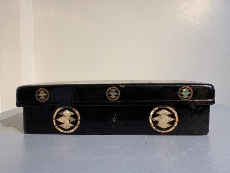 Japanese Momoyama Period Black Lacquer and Mother of Pearl Box, 16th Century For Sale 1